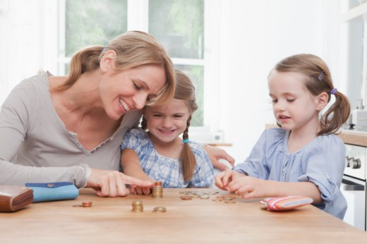 Teaching-Children-How-to-Save-Money