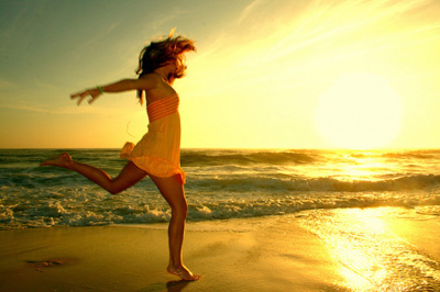 beach-happiness-ocean-running-sunset-Favim.com-191893