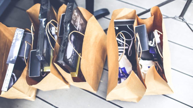 gift-brown-shopping-market-678x381