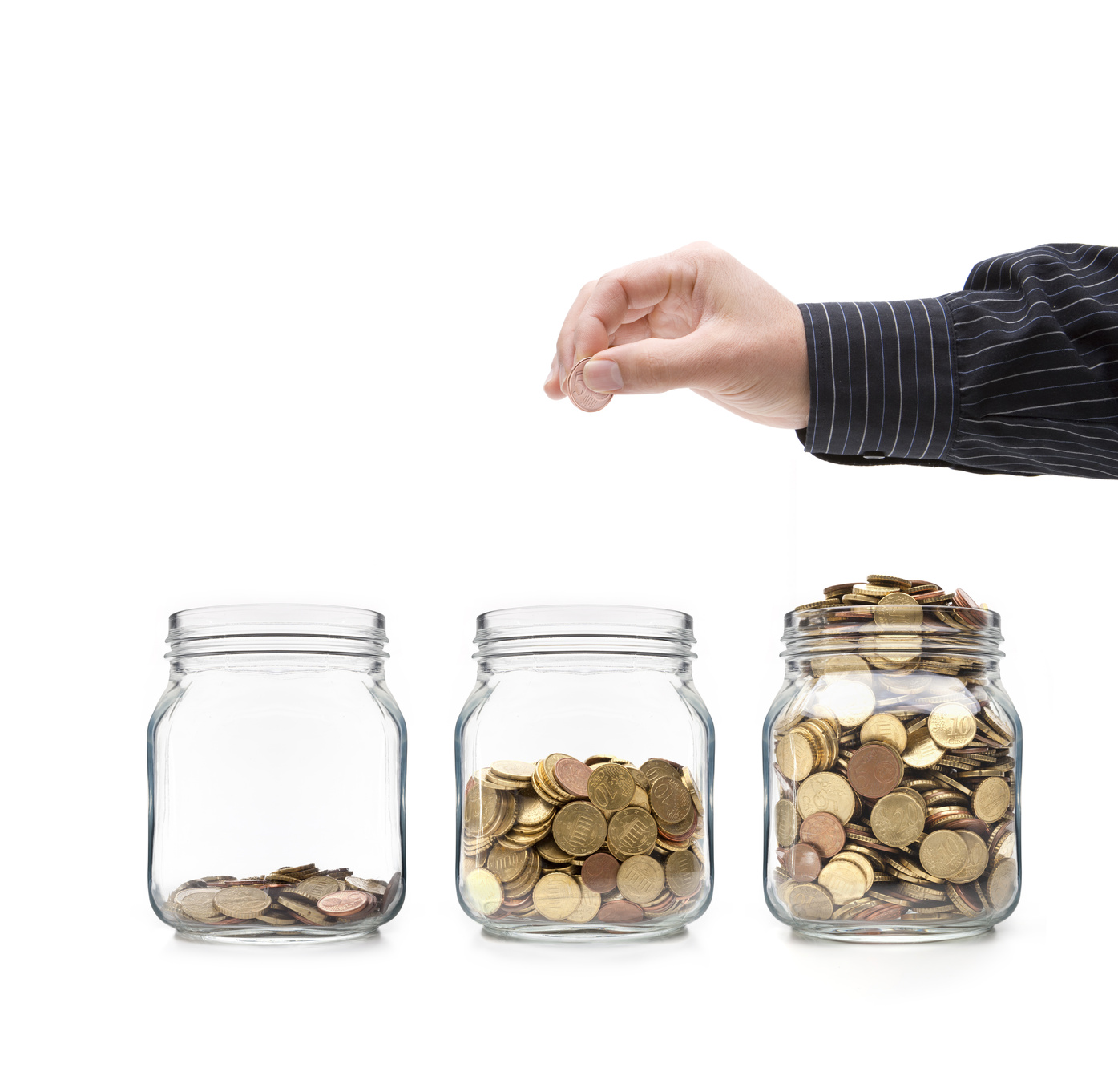 Münzen im Glas mit Hand