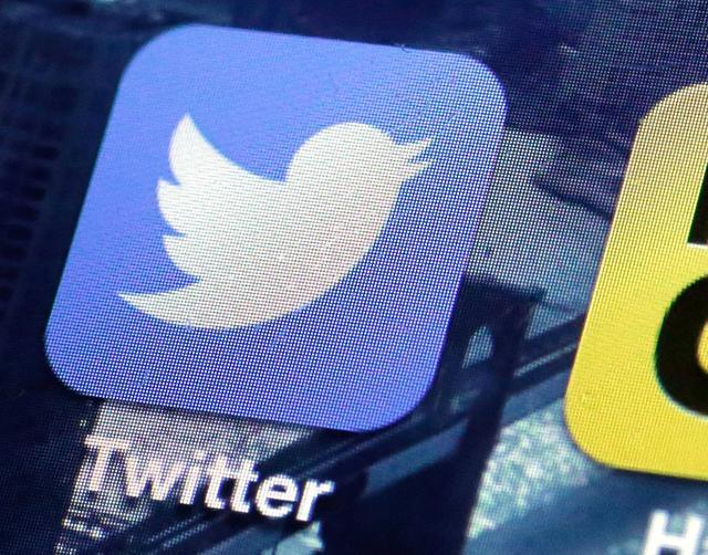Does It Pay Off To Invest In Facebook and Twitter Shares?