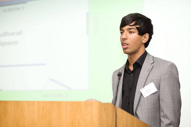 Amir_Eden_at_The_Events_Academy_business_networking_event_2011