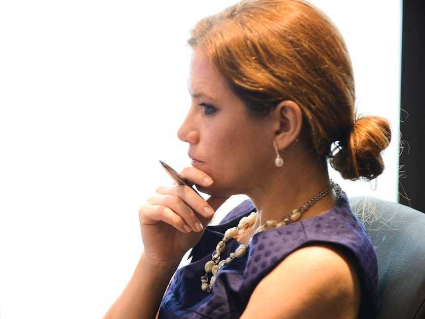 woman-business-thinking-1
