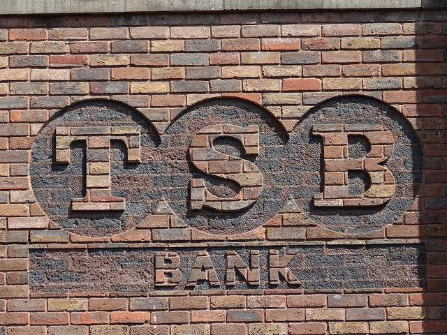How do Investment Banks make Money