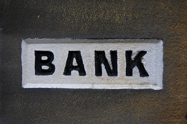 How to Make Money with a Bank Account
